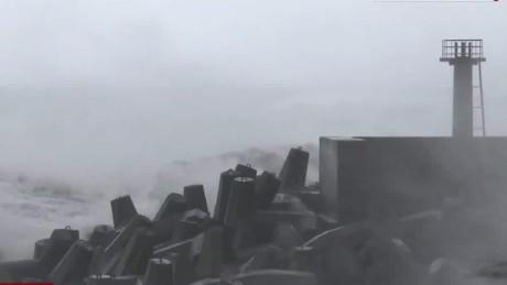 typhoon landfall plummels taiwan _00004028