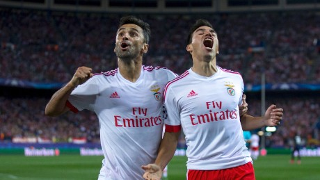MADRID, SPAIN - SEPTEMBER 30: Nicolas Gaitan (R) of SL Benfica celebrates scoring their opening goal with teammate Jonas Goncalves (L) during the UEFA Champions League Group C match between Club Atletico de Madrid and SL Benfica at Vicente Calderon Stadium on September 30, 2015 in Madrid, Spain.  (Photo by Gonzalo Arroyo Moreno/Getty Images)