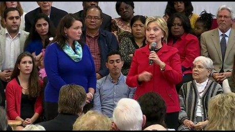 Hillary Clinton introduces Newtown Sandy Hook mom on stage _00005415