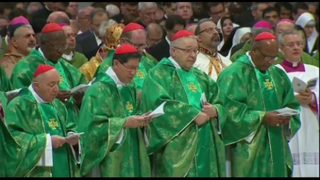 cnnee pkg mendoza pope meeting with bishops_00002429
