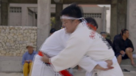 Bourdain on Okinawan sumo: 'It looks easy ... it's not'
