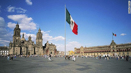 The world-renowned Zócalo plaza is the heart of Mexico ... and the city.