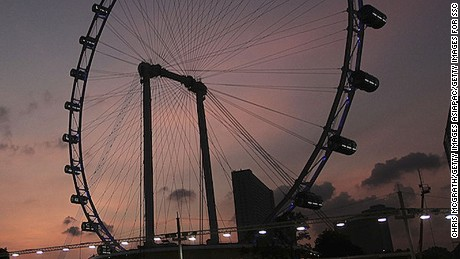 With 28 fixed capsules, the Singapore Flyer can hold up to 784 passengers.