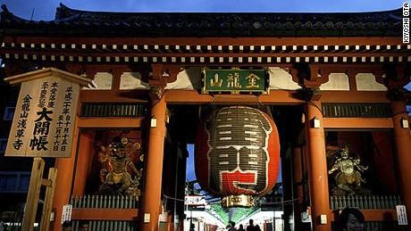 """Kaminarimon -- the """"Thunder Gate"""" -- guards Sensoji."""