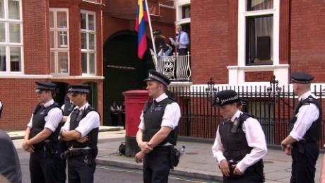 police surveillence julian assange lklv elgabir _00003719.jpg