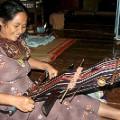 central vietnam 2 E De woman weaving