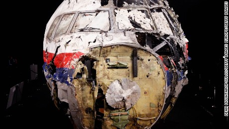 Time-lapse shows reconstruction of MH17