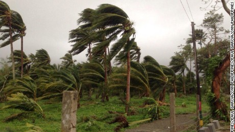 Super Typhoon Koppu makes landfall over northern Philippines