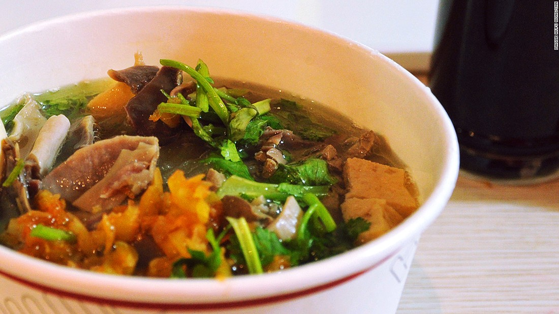 The ingredients of the duck blood vermicelli soup -- duck-blood curd and offal -- may be thrown away elsewhere, but not in Nanjing. The waste-turned-treasure soup has become a favorite Nanjinger cheap eat.