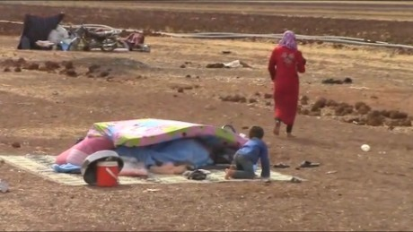 Syrians flee southern Aleppo as bombs increase