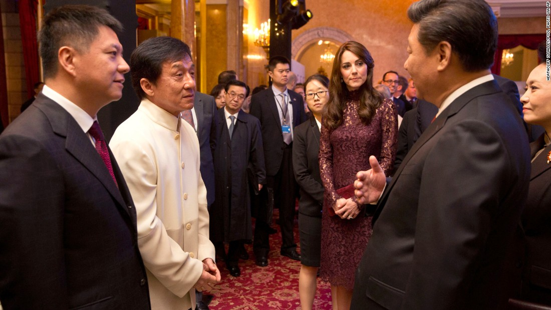Xi chats with actor Jackie Chan, second left, and Catherine, Duchess of Cambridge, at Lancaster House in London on October 21.