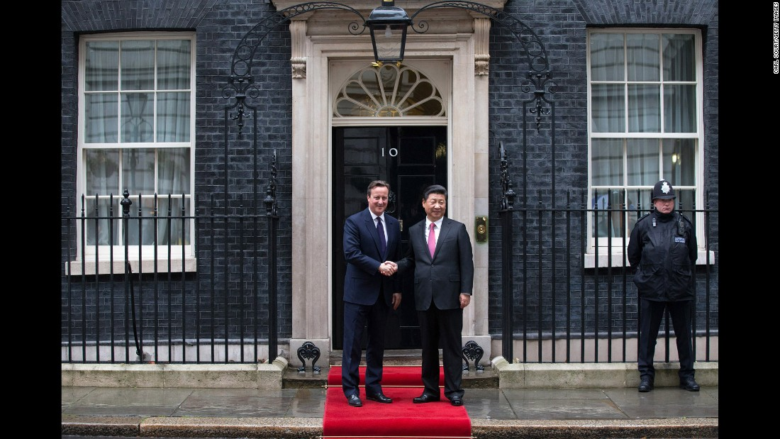 Cameron greets Xi as he arrives at 10 Downing Street on October 21.