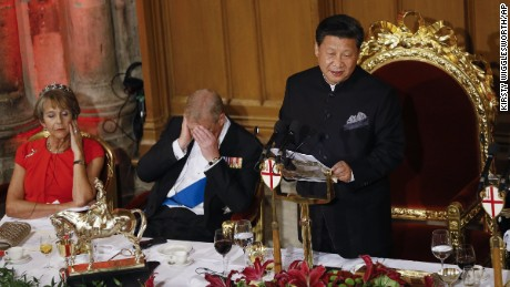 Chinese President Xi Jinping makes a speech during a banquet in London on Wednesday, October 21, resulting in nearby attendees -- including Britain's Prince Andrew -- falling asleep.