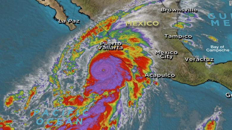 Tourists flee Mexican resort town ahead of storm