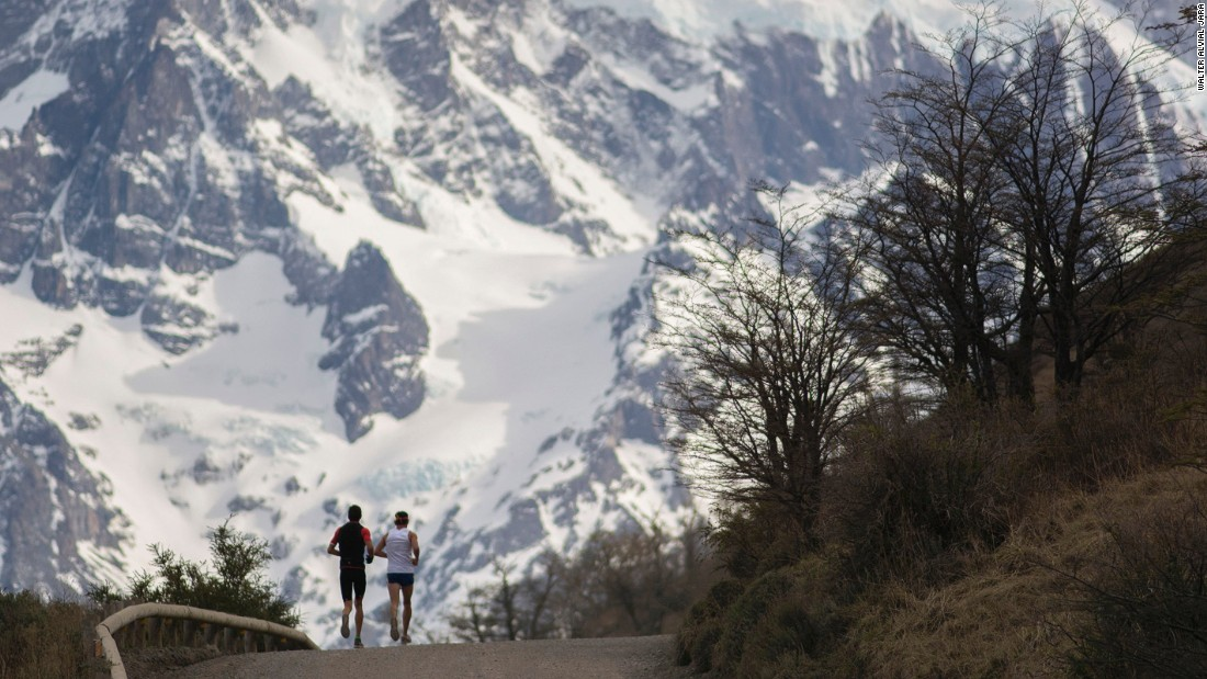 Patagonia Expedition teams must be mixed sex and made up of four people. The official race route is only released 24 hours before the start of the competition. The race takes between six and nine days to finish.