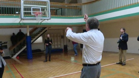 john kasich playing basketball new hampshire_00000827.jpg