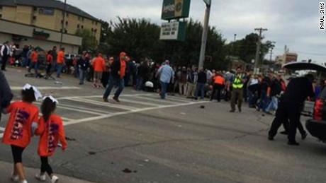 car hits crowd Oklahoma State homecoming parade nr_00000000