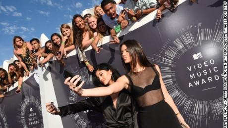 INGLEWOOD, CA - AUGUST 24:  Models Kylie Jenner (L) and Kendall Jenner take selfies at the 2014 MTV Video Music Awards at The Forum on August 24, 2014 in Inglewood, California.  (Photo by Larry Busacca/Getty Images for MTV)