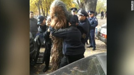 cnnee vo cafe chewbacca arrested rusia_00000109