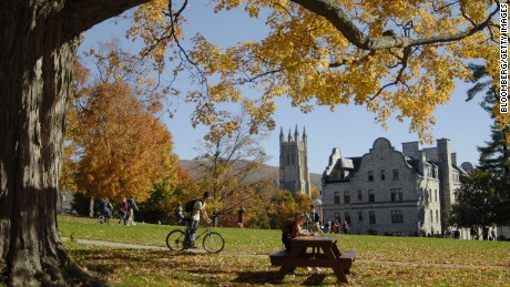 UNITED STATES - OCTOBER 22:  Students pass time between classes on the campus of Williams College in Williamstown, Massachusetts, U.S., on Monday, October 22, 2007. Liberal arts colleges in the U.S. are attracting alumni gifts of $10 million or more at a record pace to finance their competition with Ivy League universities for the nation's premier students. Williams College in Williamstown, Massachusetts, surpassed its $400 million capital campaign goal in June.  (Photo by Nancy Palmieri/Bloomberg via Getty Images)