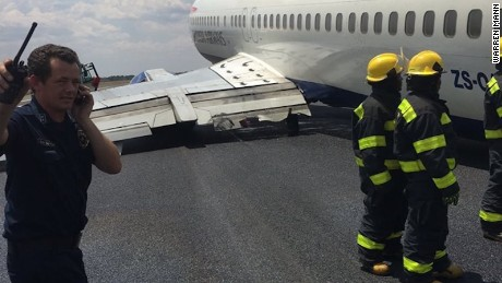 An image taken by passenger Warren Mann shows the plane's wing on the tarmac.