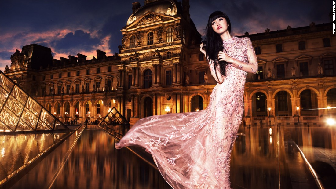 "Vietnamese model/show producer Jessica Minh <a href=""http://edition.cnn.com/2015/10/29/fashion/jessica-minh-anh-runway-stunts/"">transforms</a> world famous landmarks into runways."