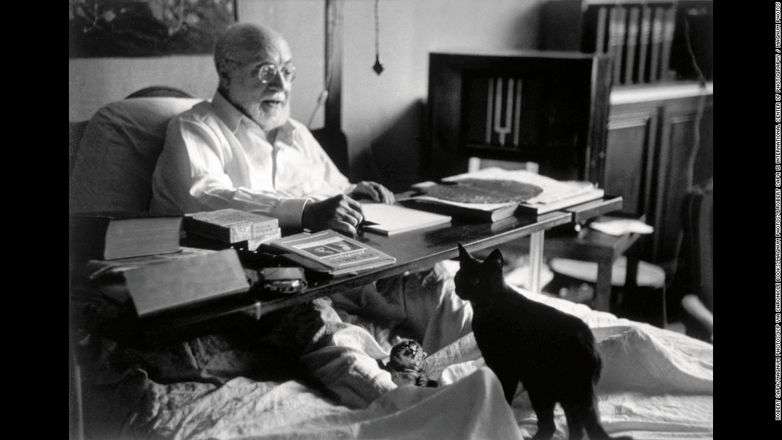 "Henri Matisse, known for such works as ""The Dance,"" kept several cats, including Coussi, la Puce and Minouche. They also popped up in his paintings, including <a href=""https://s-media-cache-ak0.pinimg.com/736x/8c/4e/4a/8c4e4a35462af7ec6193eb86dfb1407d.jpg"" target=""_blank"">""Girl with a Black Cat.""</a> The cat in the picture looks quite relaxed; apparently Matisse was the same way around his pets."