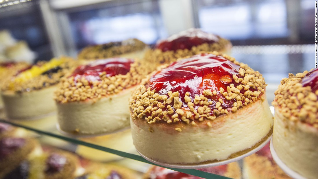 Gaining its popularity in New York, cheesecake is made of cheese, sugar and eggs on a base of crushed cookies.