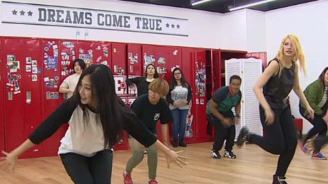 New K-pop dance craze lures foreigners to South Korea