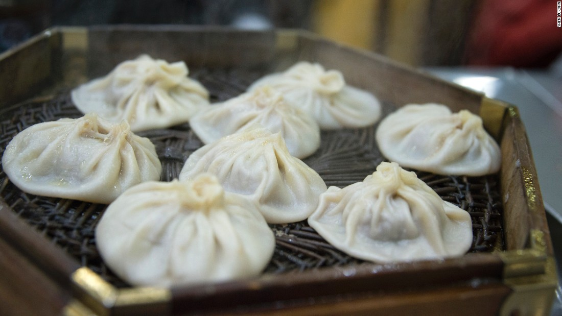 Shanghai's xiaolongbao? Wrong. It is Xi'an's own version of soup dumplings. Instead of pork, tangbao in Xi'an is mutton meat and soup packed into a paper-thin wrapper.