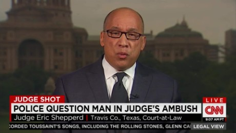 exp Police question man in Texas judge's ambush _00002001