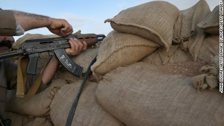 How many Americans are fighting for ISIS?