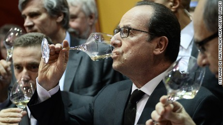 French President Francois Hollande (C) drinks wine during a visit at the Paris international agricultural fair, on February 21, 2015 at the Porte de Versailles exhibition centre in Paris. AFP PHOTO / STEPHANE DE SAKUTIN        (Photo credit should read STEPHANE DE SAKUTIN/AFP/Getty Images)