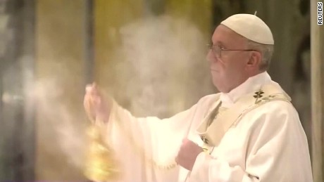 cnnee pkg vatican reax rome paris_00001101