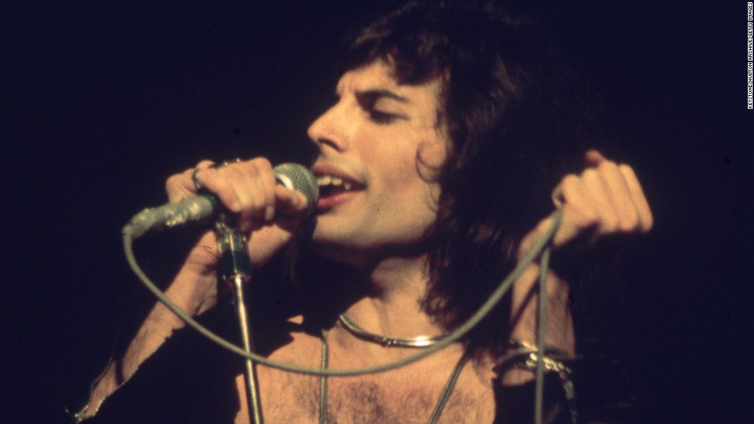 "Queen lead singer Freddie Mercury<a href=""http://www.nytimes.com/1991/11/25/arts/freddie-mercury-45-lead-singer-of-the-rock-band-queen-is-dead.html"" target=""_blank""> revealed his AIDS diagnosis only a day before he died in 1991</a>."