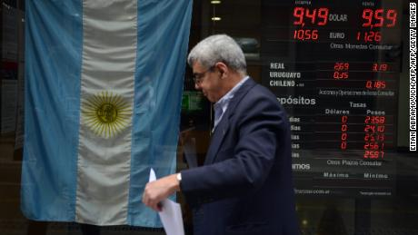 A man walks past a bureau of change in Buenos Aires' downtown on October 13, 2015. The future Argentinean president will inherit a weakened economy with an inflation of 30% , an every day nightmare for Argentines. Elections in the country are scheduled for October 25 and a possible runoff for November 22.  AFP PHOTO / EITAN ABRAMOVICH        (Photo credit should read EITAN ABRAMOVICH/AFP/Getty Images)
