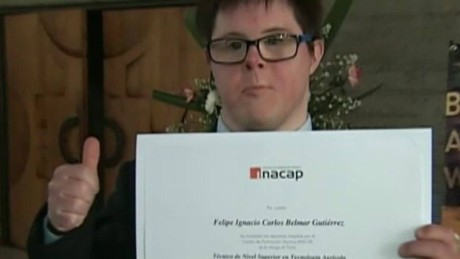 cnnee lkl rec young man with Down syndrome to college_00002707