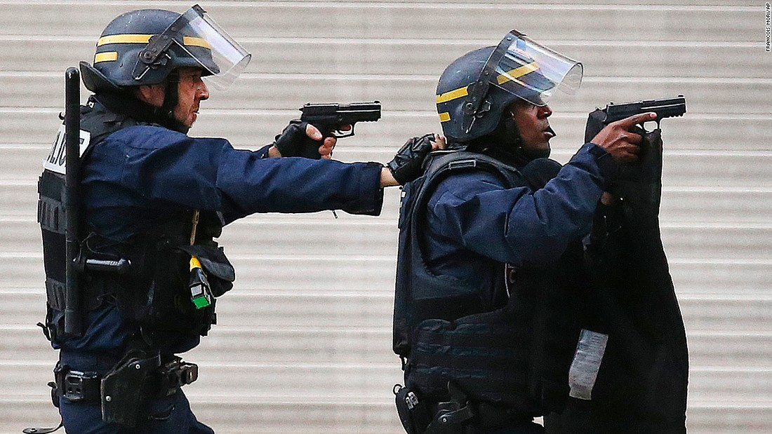 Police forces operate in Saint-Denis on November 18.