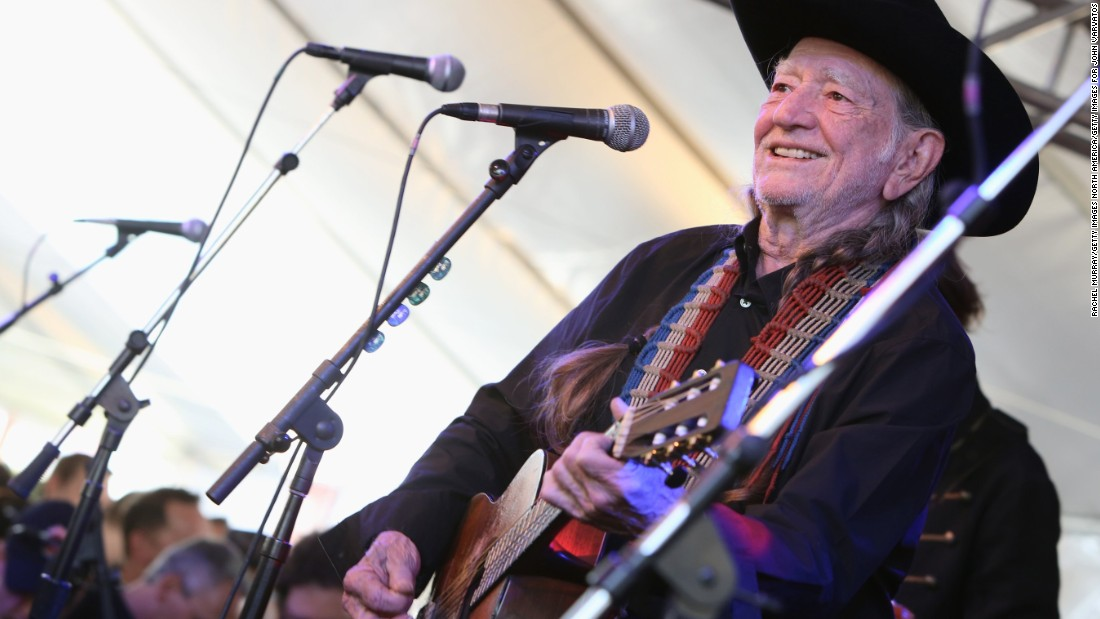 Willie Nelson Back On The Road After Canceling Shows