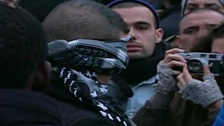cnnee vo hug a muslim_00001503