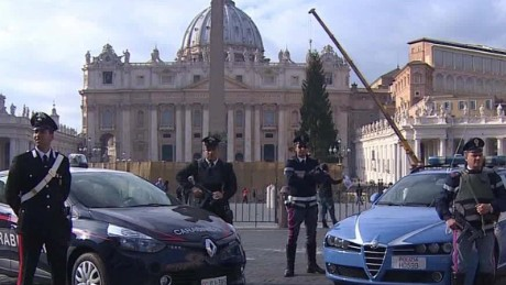 ben.wedeman.italy.ramps.up.security.isis.threatens.rome.vatican.pkg_00000000