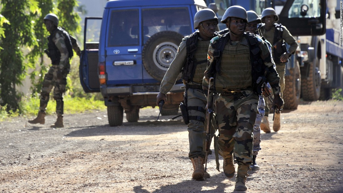 Malian troops arrive at the scene on November 20.