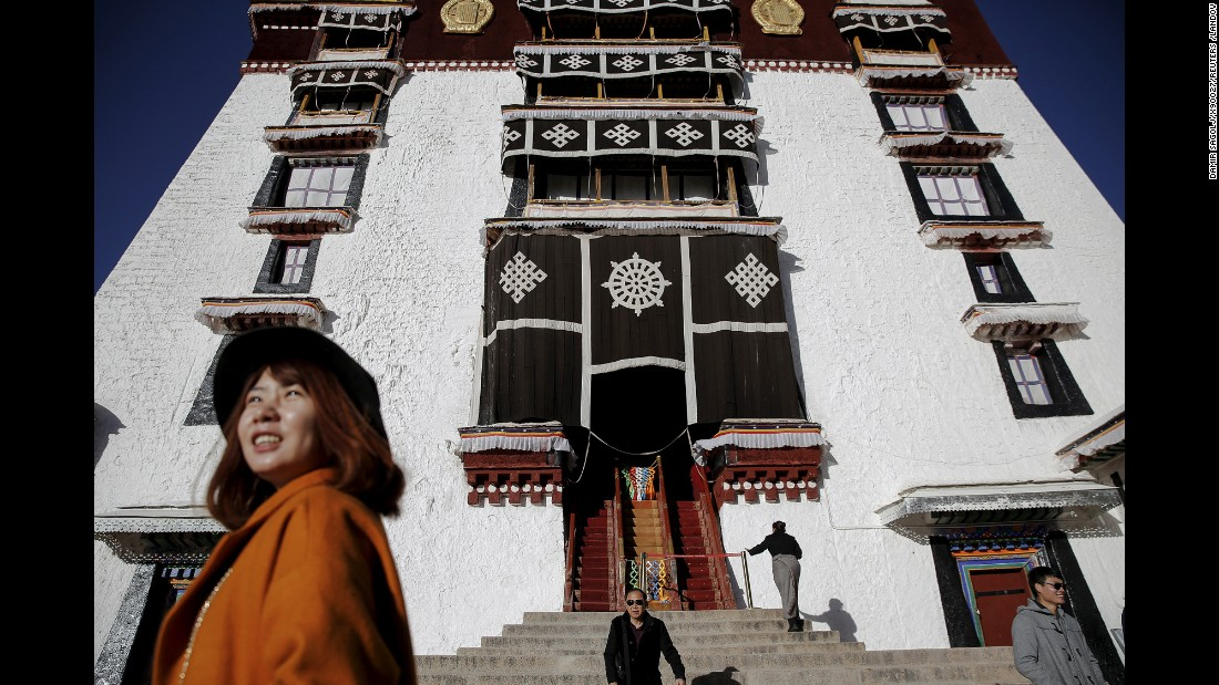 Once the seat of Tibetan government and traditional residence of Dalai Lama, the Potala Palace is a 13-story palace with more than 1,000 rooms.
