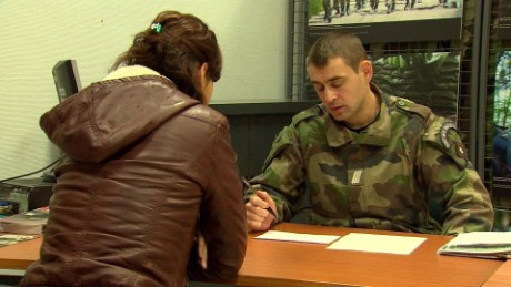 france army recruitment surge robertson pkg_00000129