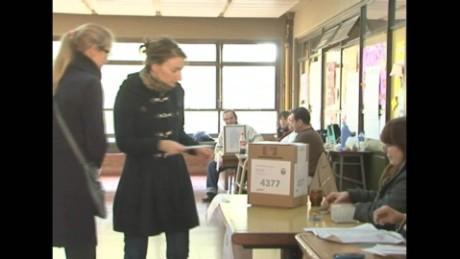 cnnee pkg sarmenti votes argentina_00011429
