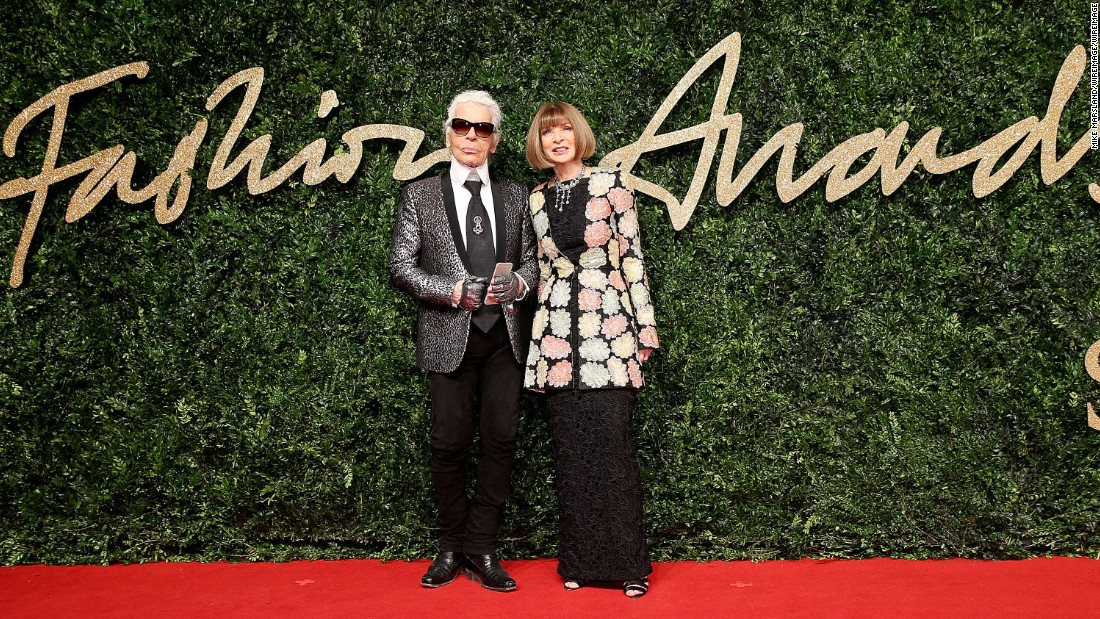 Outstanding Achievement Award winner Karl Lagerfeld and <em>American Vogue</em> editor-in-chief Anna Wintour.