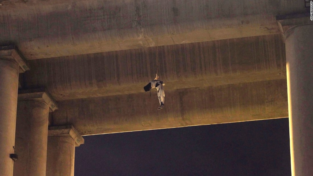 <strong>October 19: </strong>A dead man hangs from the waist under a Mexico City overpass. This is the first time a body has appeared on a bridge or overpass in Mexico's capital. It is a common practice among gangs fighting for turf in other regions of Mexico.
