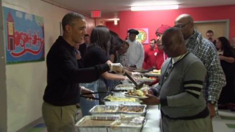 predient obama serving thanksgiving dinner vo_00004809.jpg