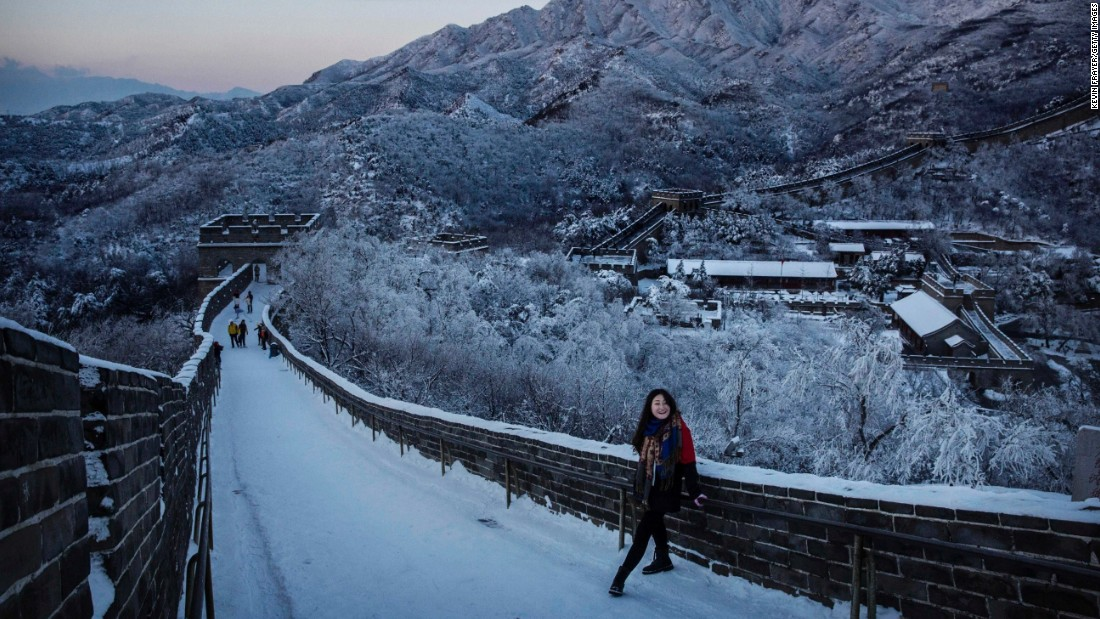 Amazing photos show great wall of china covered in snow