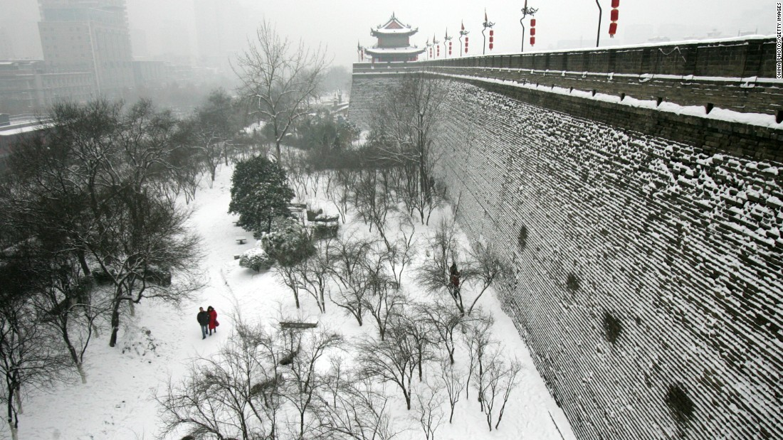 "The more famous <a href=""http://edition.cnn.com/2015/11/25/travel/gallery/beijing-great-wall-snow/"">Great Wall of China looks amazing in early snow</a> -- Xi'an's City Wall doesn't look bad blanketed in white, either."
